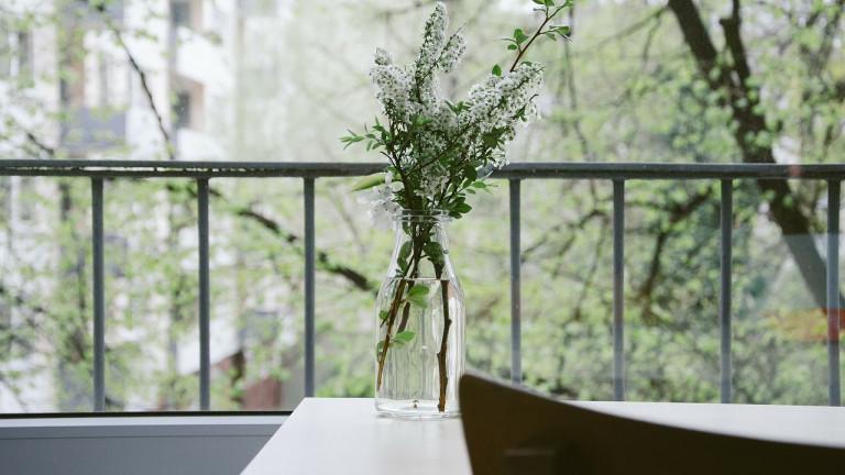 Lange meubels voor je smalle balkon creëren ruimte en dit is hoe!